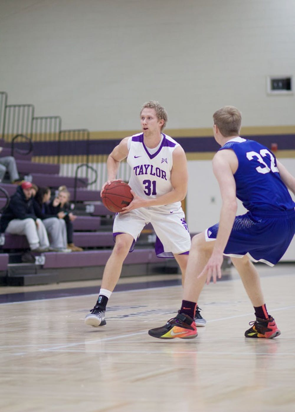 Men's basketball moves to 9–0