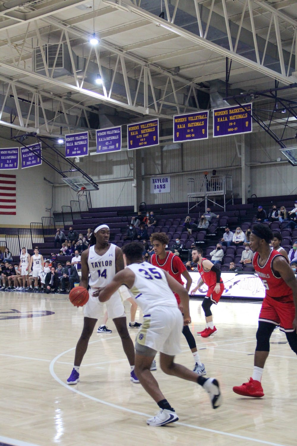 Men's basketball defeats Governors State