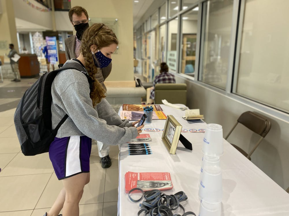 Students register to vote for upcoming election