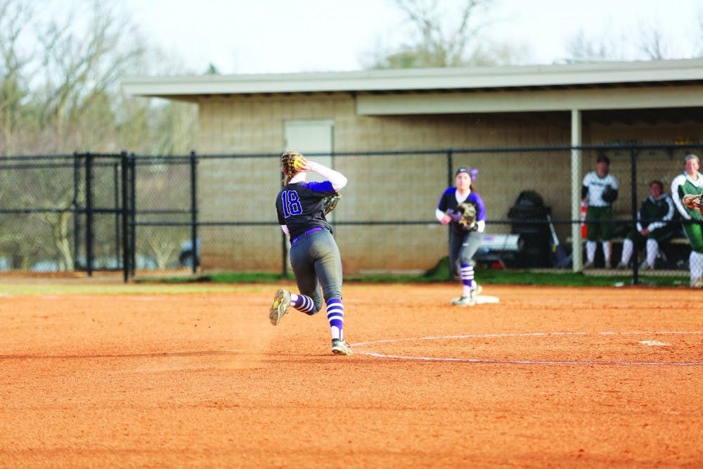 Softball continues to roll in winning streak