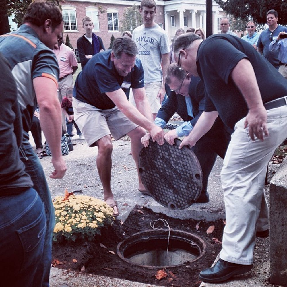 VIDEO: Taylor's class of 1988 cracks open time capsule