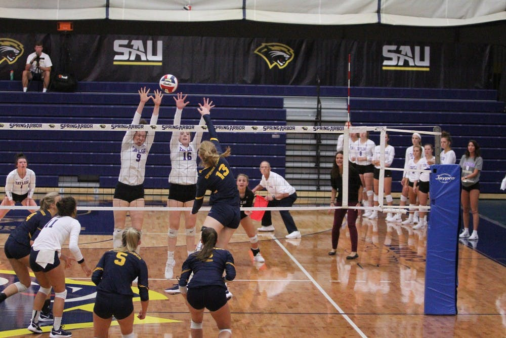 Volleyball defeats Spring Arbor on the road in four sets