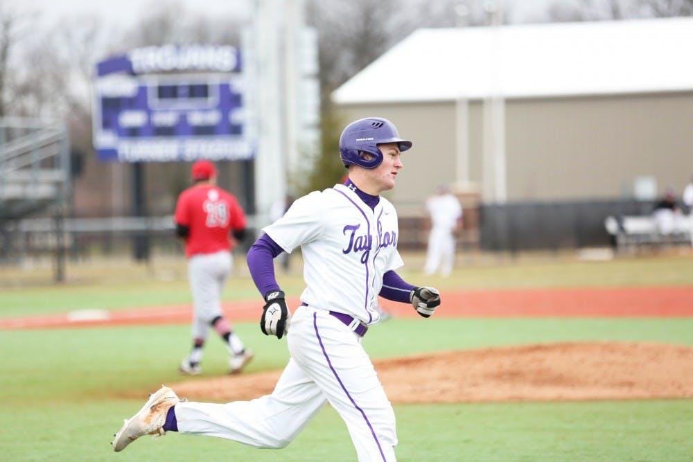 Baseball extends win streak to eight