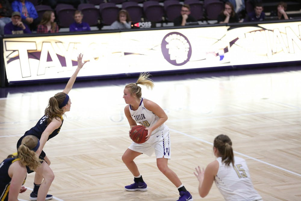 Women's basketball tips off season at 1-0 with win against Concordia