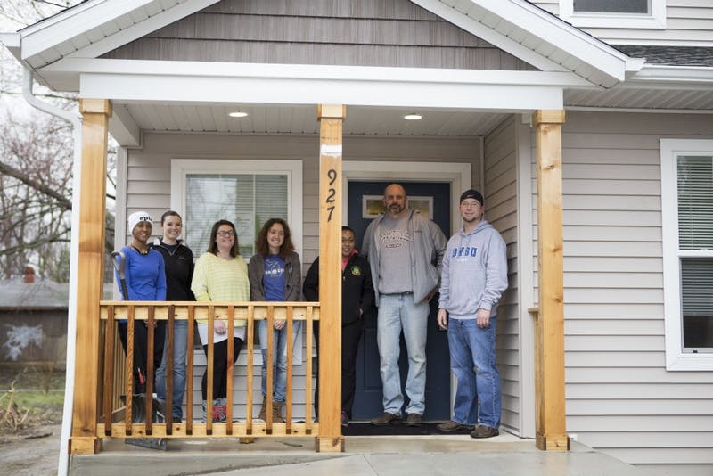 GVL / Sara Carte - Grand Valley students and alumni volunteer for Kent County Habitat for Humanity in Grand Rapids on Thursday, Mar. 24, 2016.