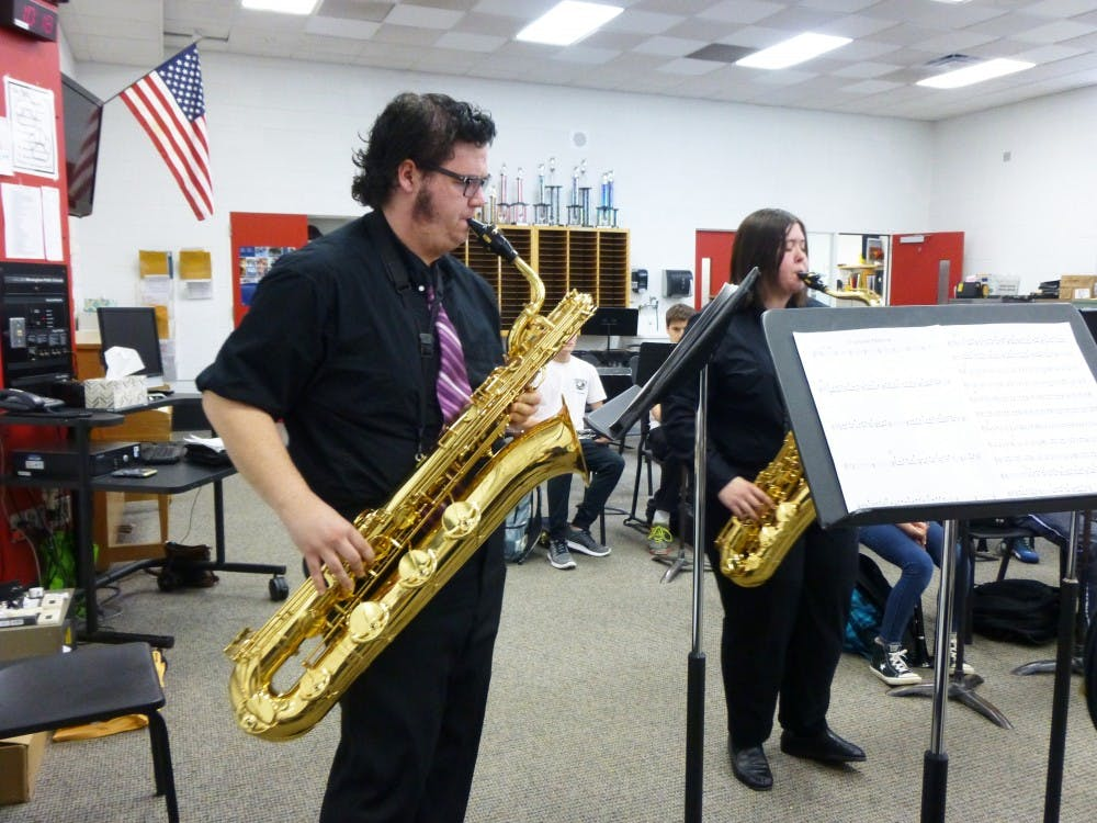 saxophone_rgb_04