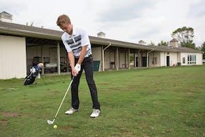 Alex Scott lines up a shot. GVL / Kevin Sielaff