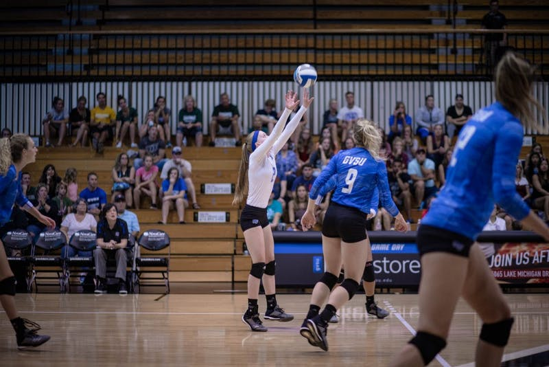 Kendall Yerkes sets the ball. GVL / Sheila Babbitt