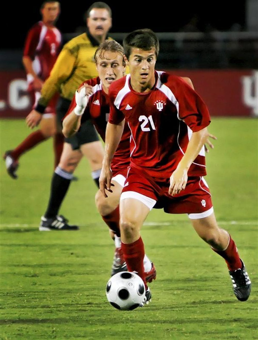 Sophomore midfielder Daniel Kelly moves the ball upfield against UC Santa Barbara Sept. 27 at Bill Armstrong Stadium. Kelly and the Hoosiers face Notre Dame tonight.