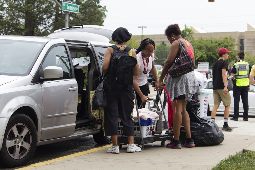 <p>Family members help move their student's belongings into Teter Quadrangle during move-in week.&nbsp;</p>