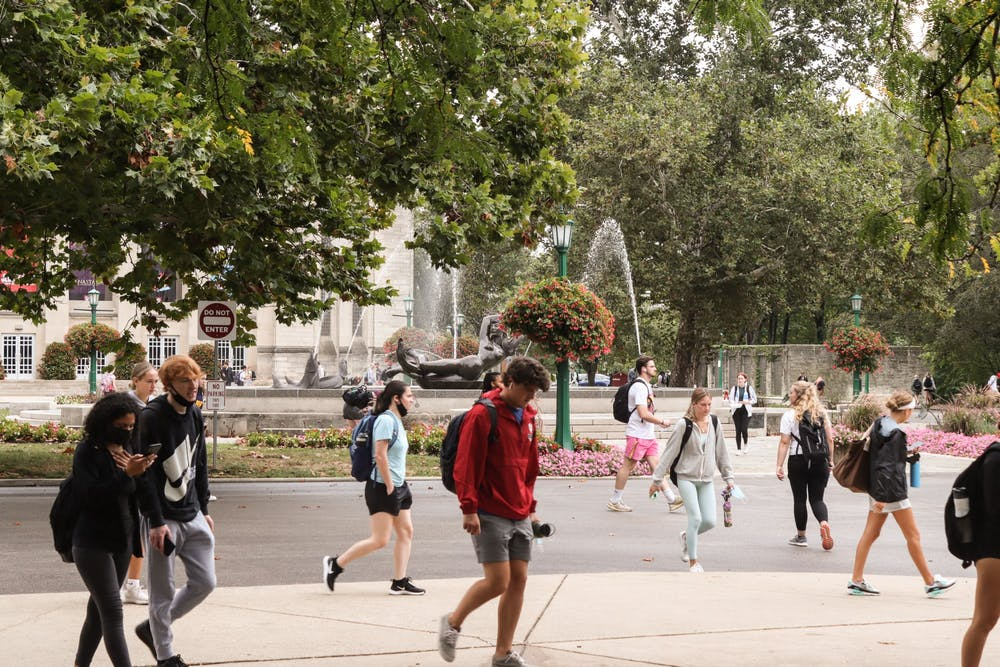 <p>Students walk Aug. 30, 2021, in front of Showalter Fountain.</p>