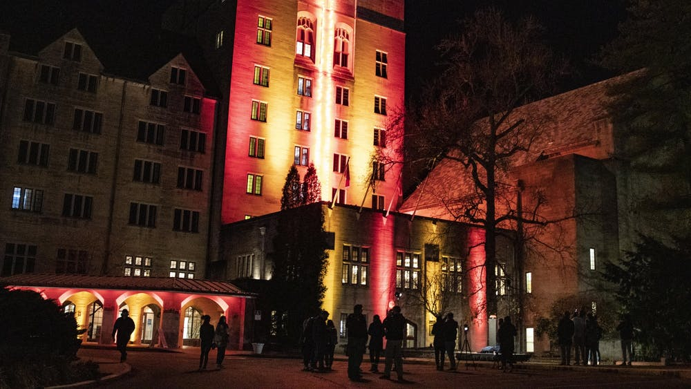 IU students watch the candlelight turn on Nov. 17 at the Indiana Memorial Union. The yearly arrival of the candlelight is an IU tradition.