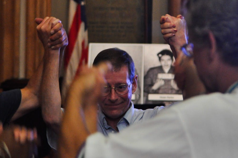 <p>Dion Lerman, who describes himself as an independent&nbsp;activist and trainer, leads a&nbsp;training session for Bernie Peacekeepers on Wednesday.</p>