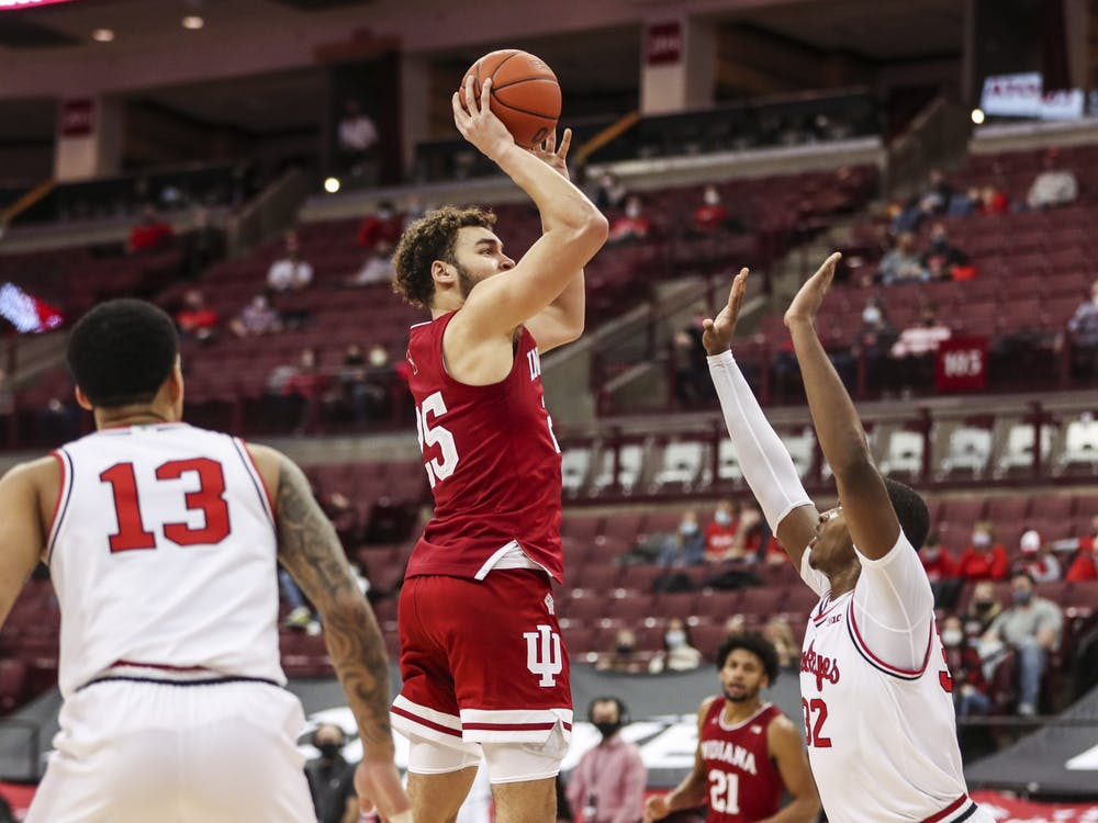 Redshirt junior forward Race Thompson makes a jump shot Saturday at Value City Arena in Columbus, Ohio. The Hoosiers lost 59-78 to No. 4 Ohio State.