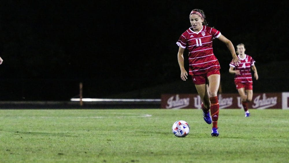 Sophomore forward Anna Bennett dribbles the ball down the field Sept. 23, 2021, in Bill Armstrong Stadium. Indiana defeated the University of Iowa 2-0.