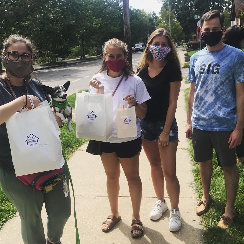 <p>Students pick up the Shabbat meals, which are offered every Friday night.</p>