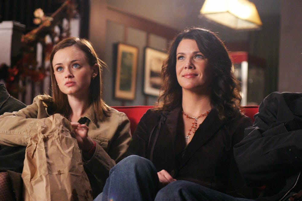 <p>Gilmore Girls actresses Lauren Graham and Alexis Bledel pose for a publicity still from season five, episode five.</p>