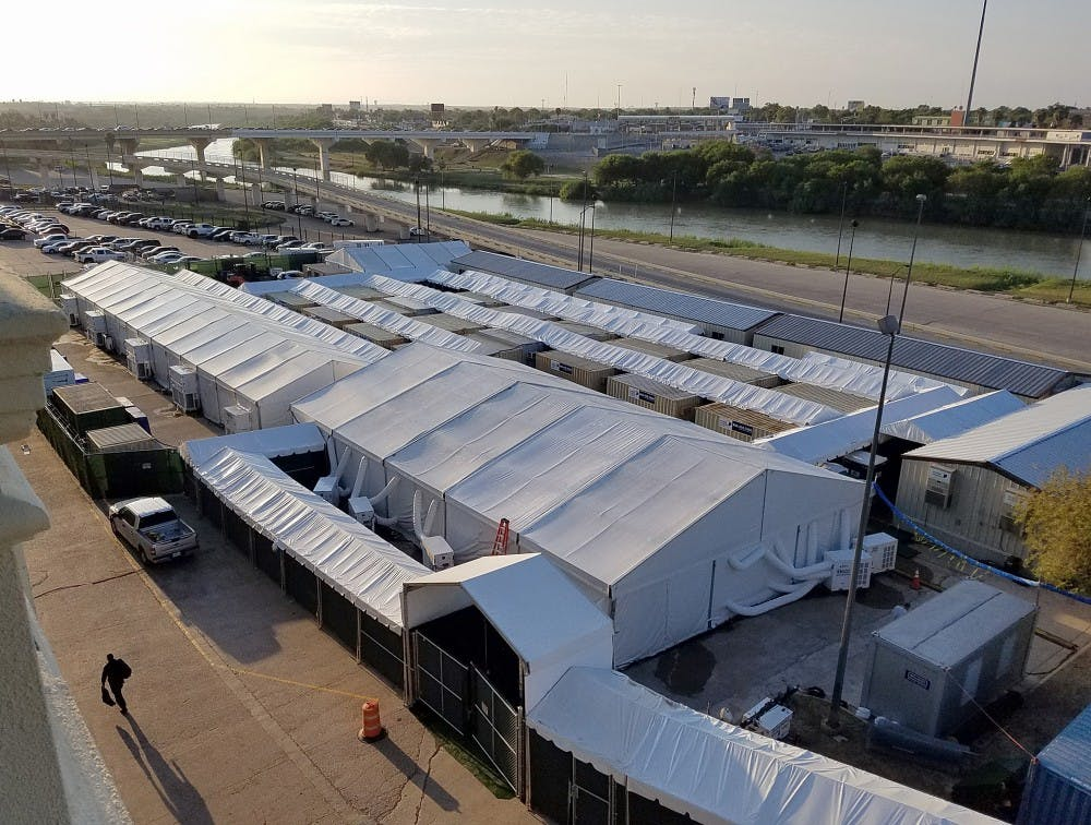 us-news-immigration-tent-courts-la