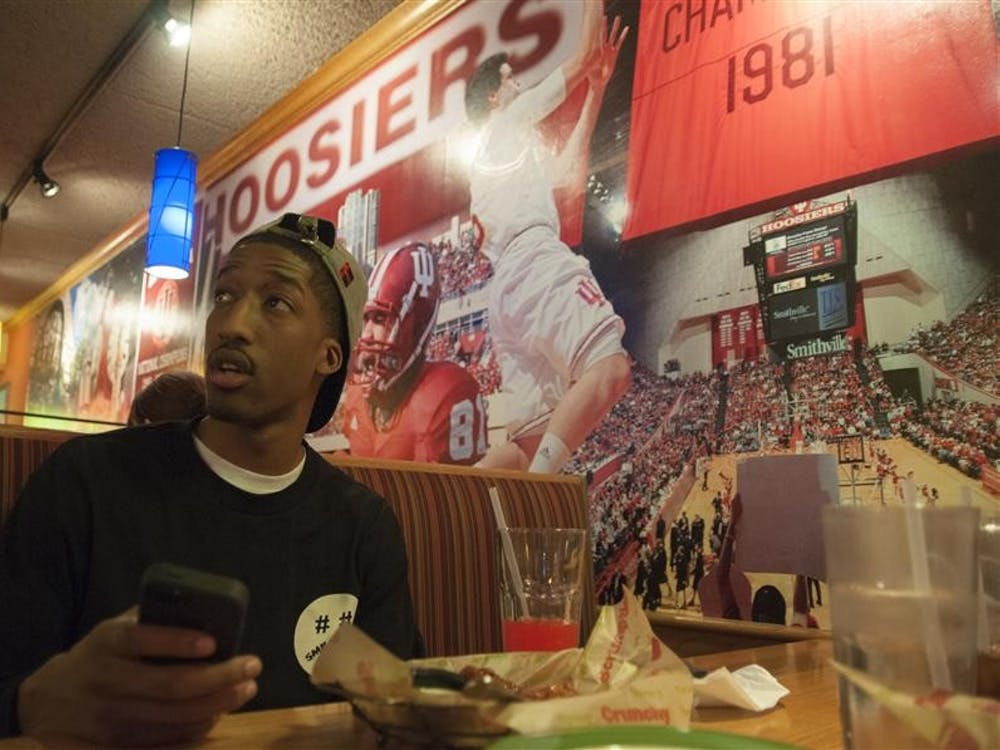 Former IU basketball player Raphael Smith watches the basketball game against Northwestern on Feb. 22 at Applebee's.