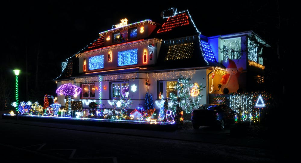 13-12-16-christmas-house-decoration