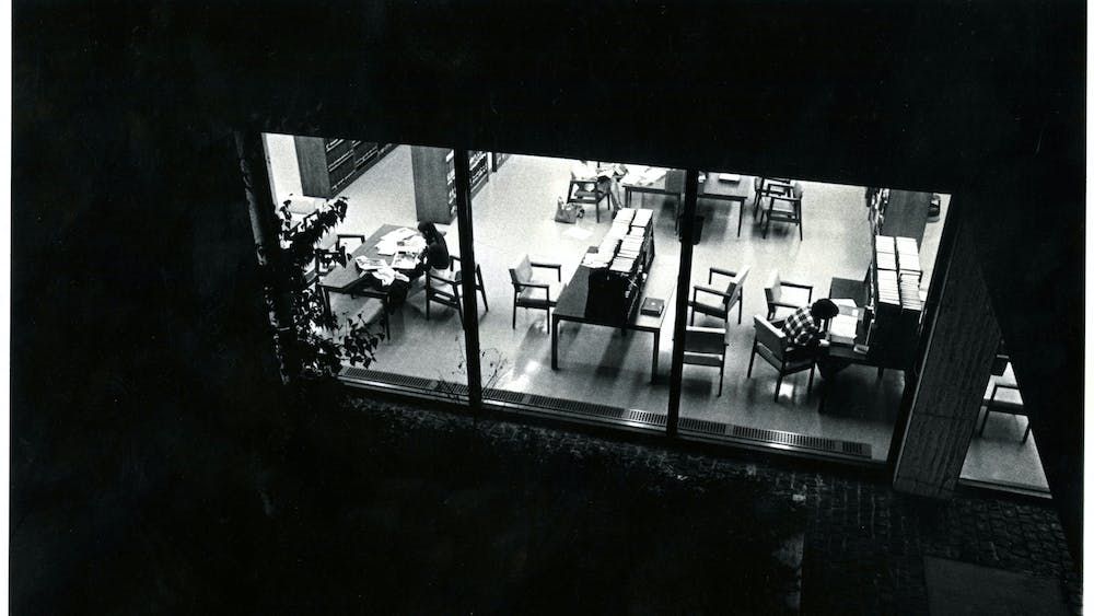 COURTESY OF THE UNIVERSITY ARCHIVES — SHERIDAN LIBRARIES Students study late into the night at the Library in 1976, overlapping with Garland's tenure as editor-in-chief.