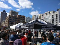 COURTESY OF JESSE WU Ekiben's stall at the Baltimore Farmers Market & Bazaar draws crowds.