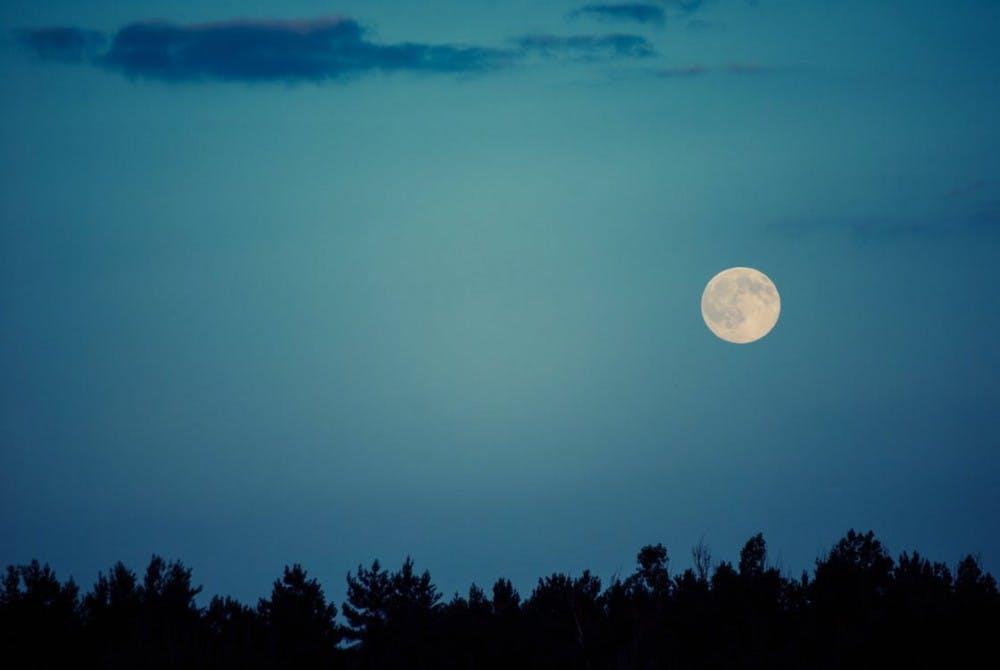 B8_moon