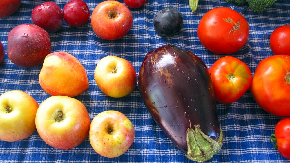 honolulu media / CC BY 2.0 Eating more fruits and vegetables is can be environmentally friendly.