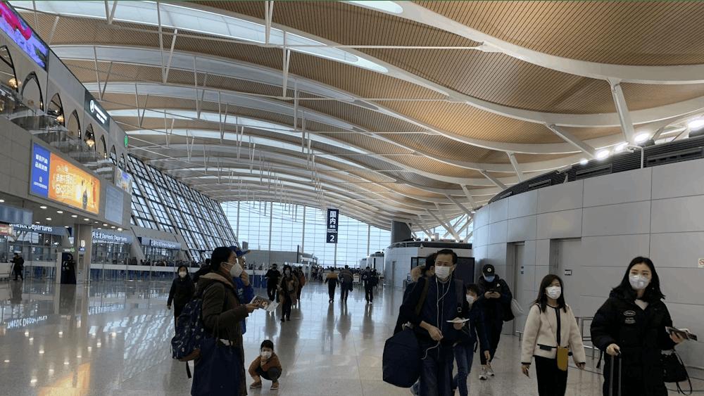 COURTESY OF YANNI GU Travelers at Shanghai Pudong International Airport wore masks to avoid contracting the coronavirus in January.