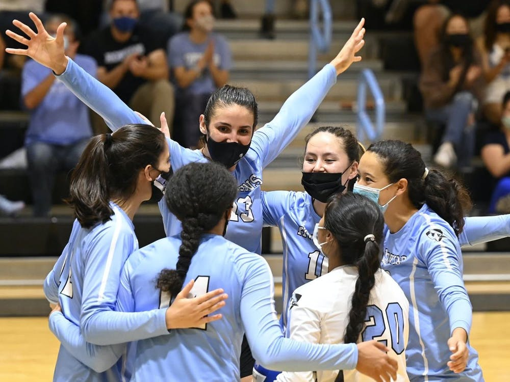COURTESY OF HOPKINSSPORTS.COM Hopkins volleyball won every match it played this weekend.