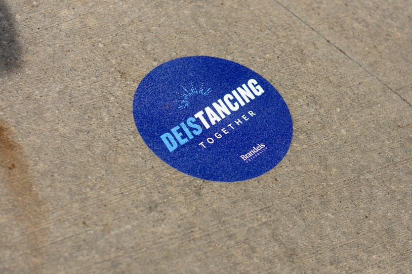 Deistancing