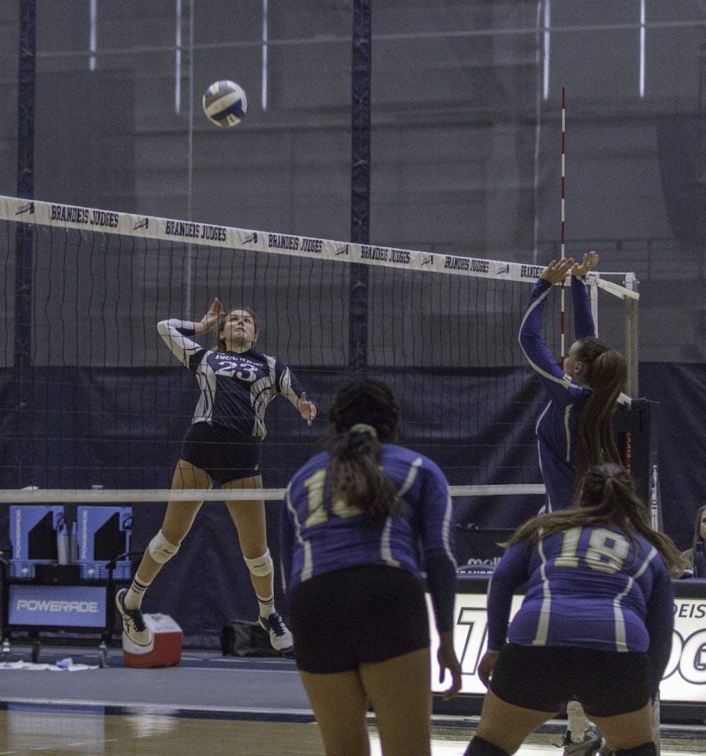 volleyball-w-vs-umpi-9-7-18-tl-0426