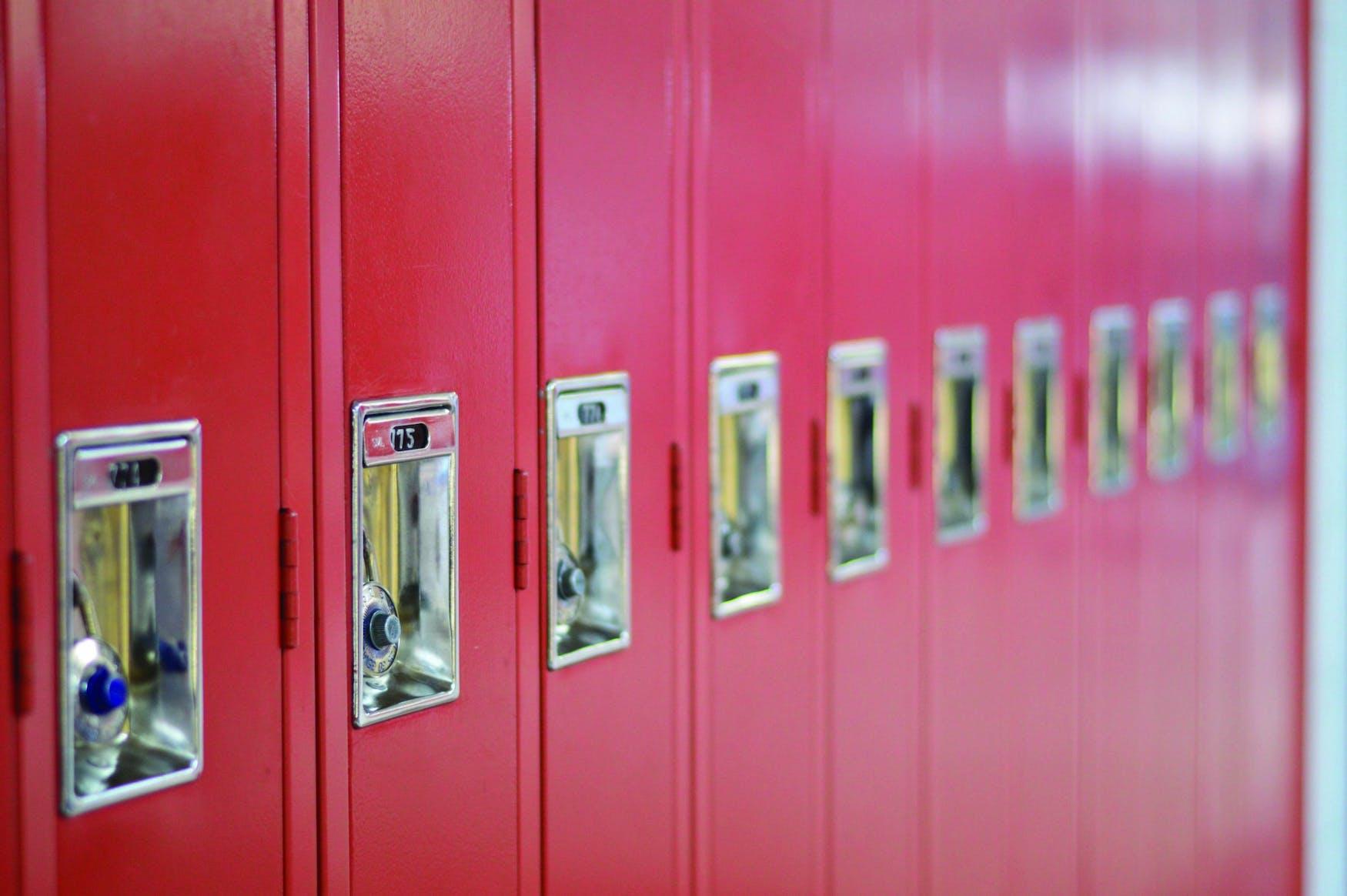 lockers-2774646.jpg