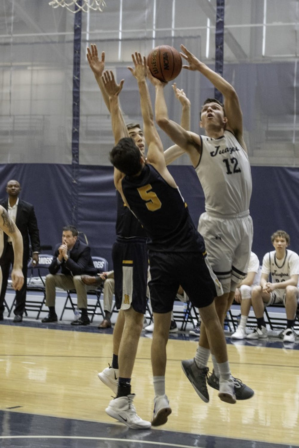 basketball-m-w-v-rochester-2-3-19-zb-0283