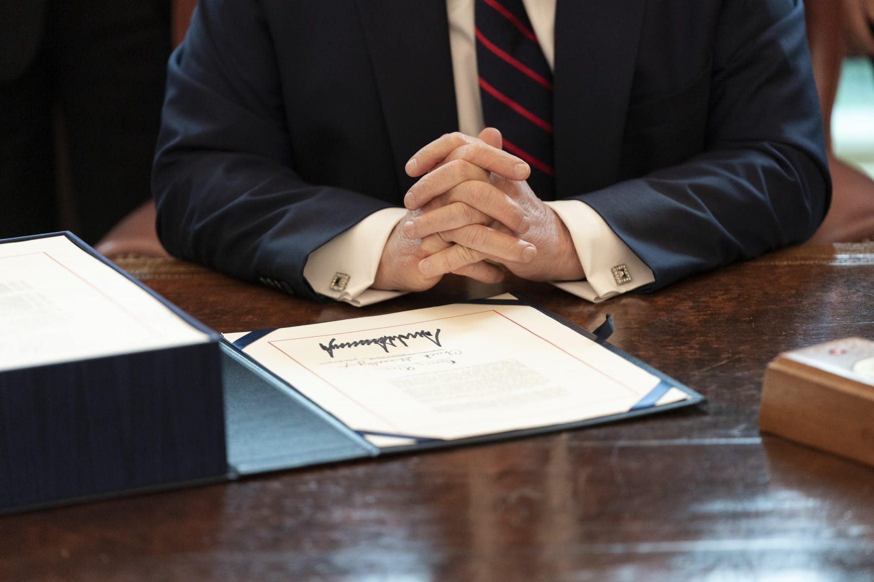 trump-signing-pardons