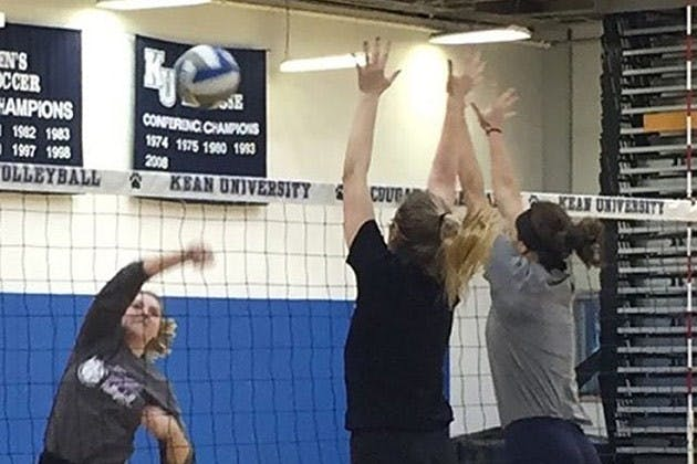 Women's Volleyball Hosts Competitive Spring Scrimmage