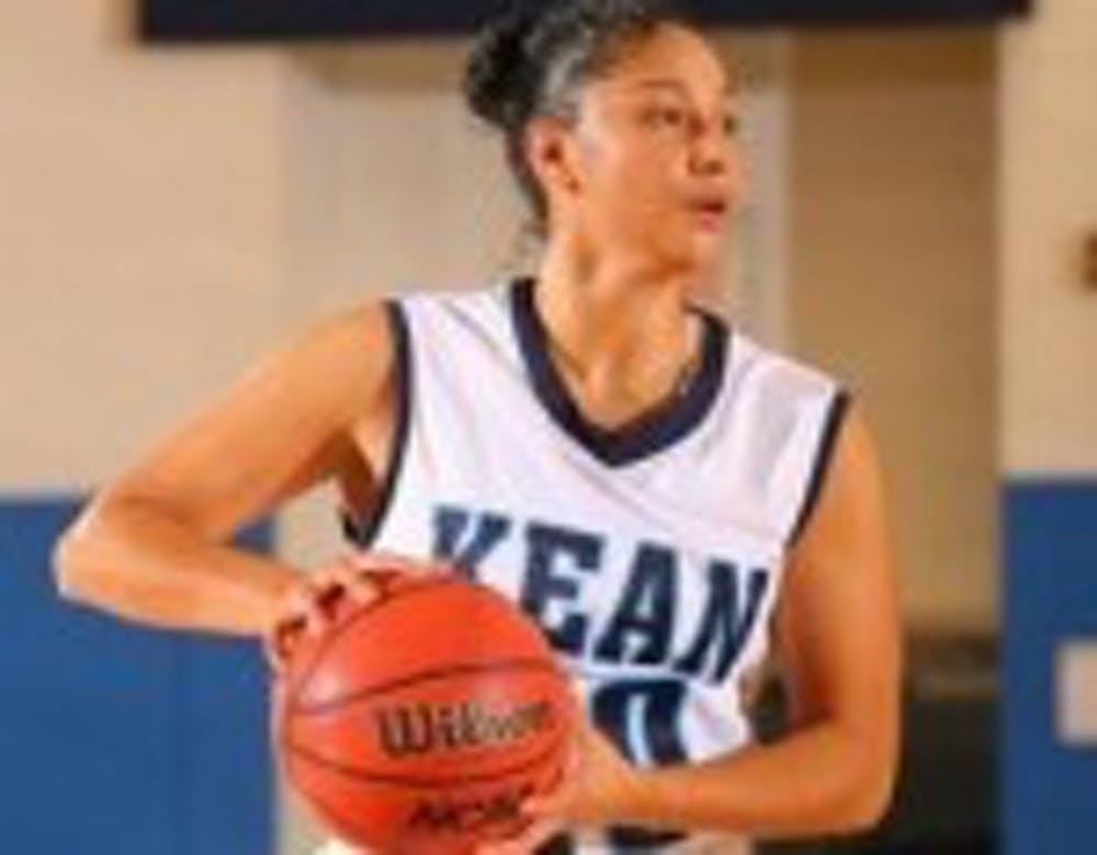 Cougars Get Past Baruch, 72-70