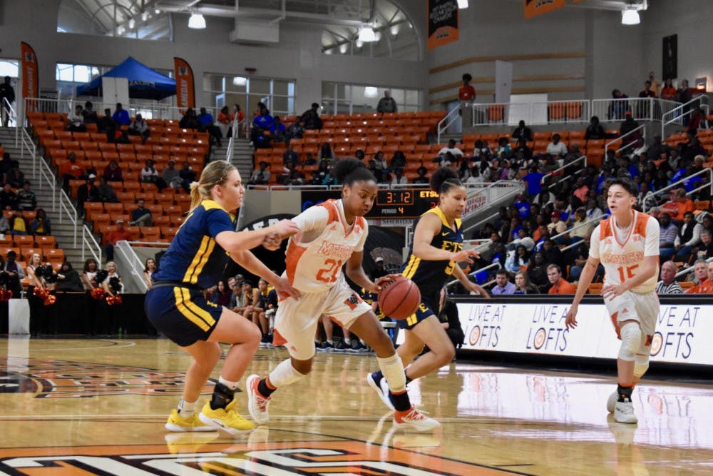 Sophomore guard Shannon Titus (No.21) drives to the basket against the ETSU defense.