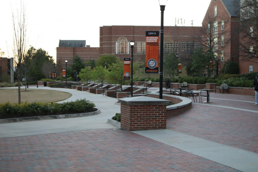 The simple landscape of Cruz Plaza.