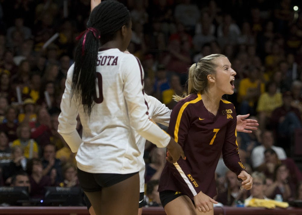 Gophers win in McGraw's return against Illinois
