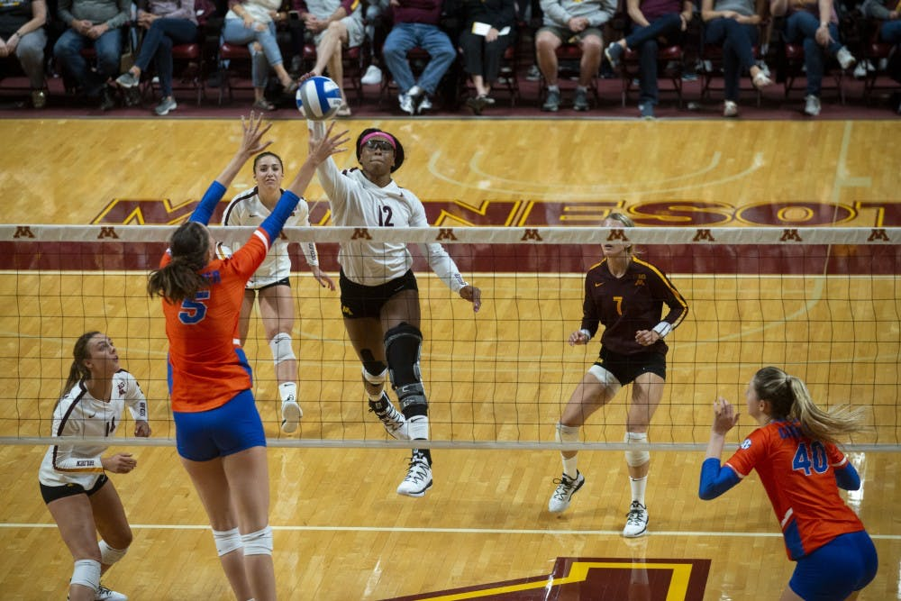 Gophers dominate No. 7 Florida