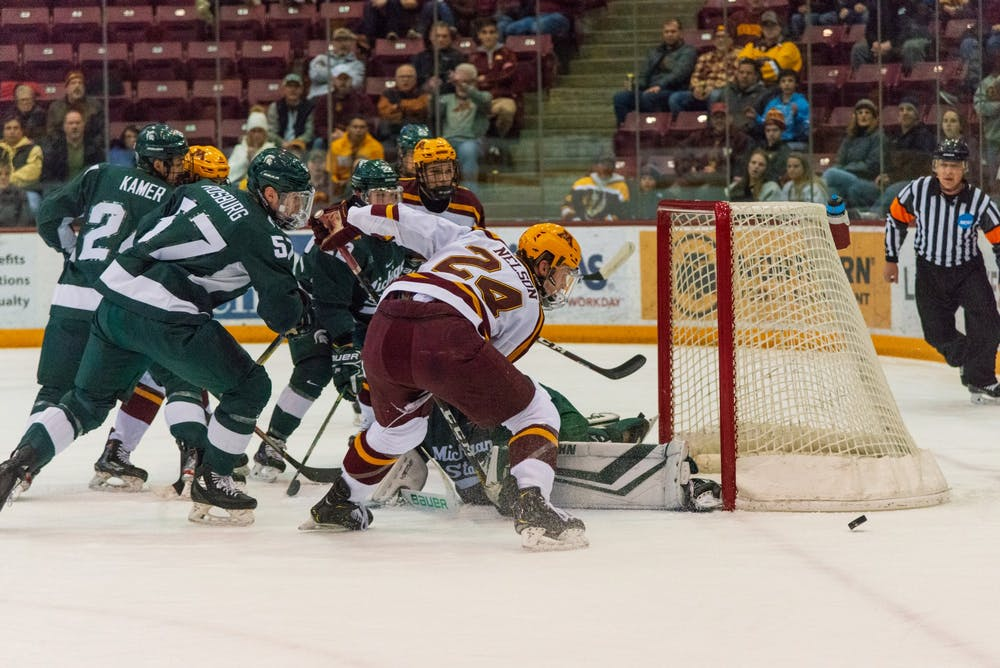 Men's hockey splits weekend with Spartans