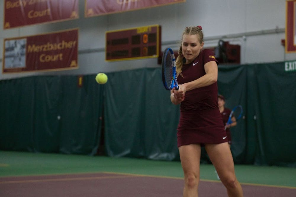 Gophers finish the weekend 1-1 against two ranked opponents