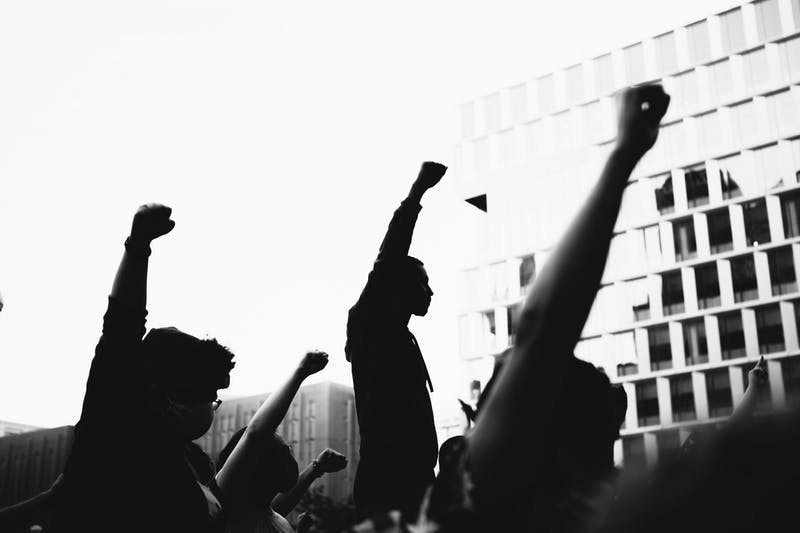 Protesters demonstrate the Black power fist as a sign of solidarity with the Black Lives Matter movement, photographed by Isaiah Rustad. (Image courtesy of Isaiah Rustad)