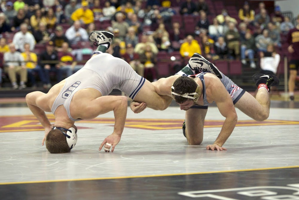 Minnesota wrestling comes from behind to beat Illinois