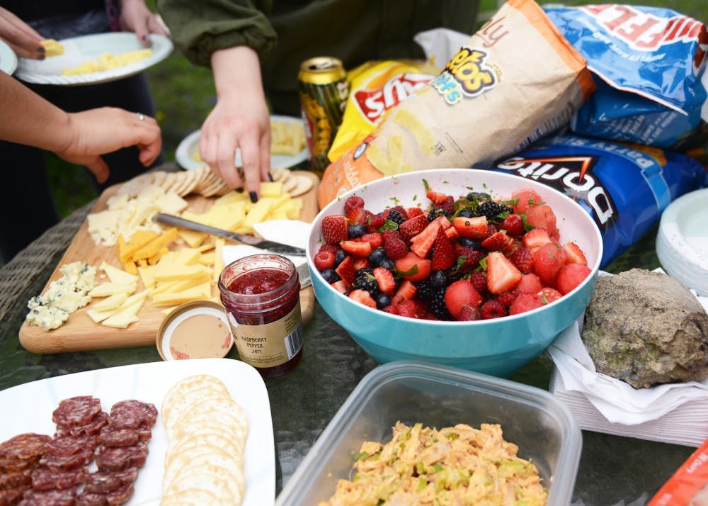 College Kitchen: Picnic