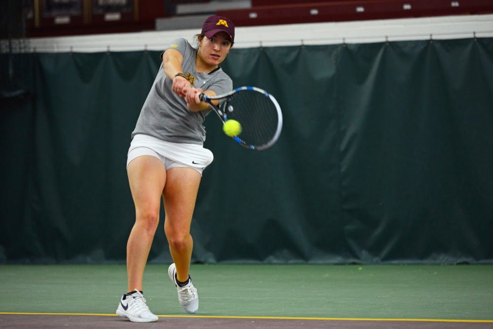Gophers split double-header in Washington