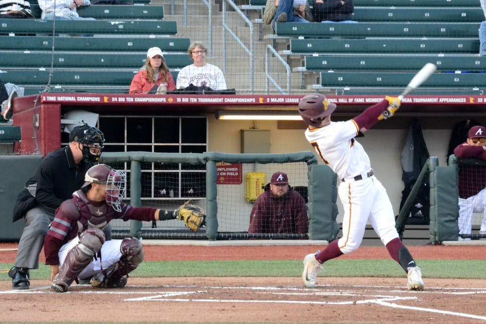 Gophers take series finale over Illinois with late comeback