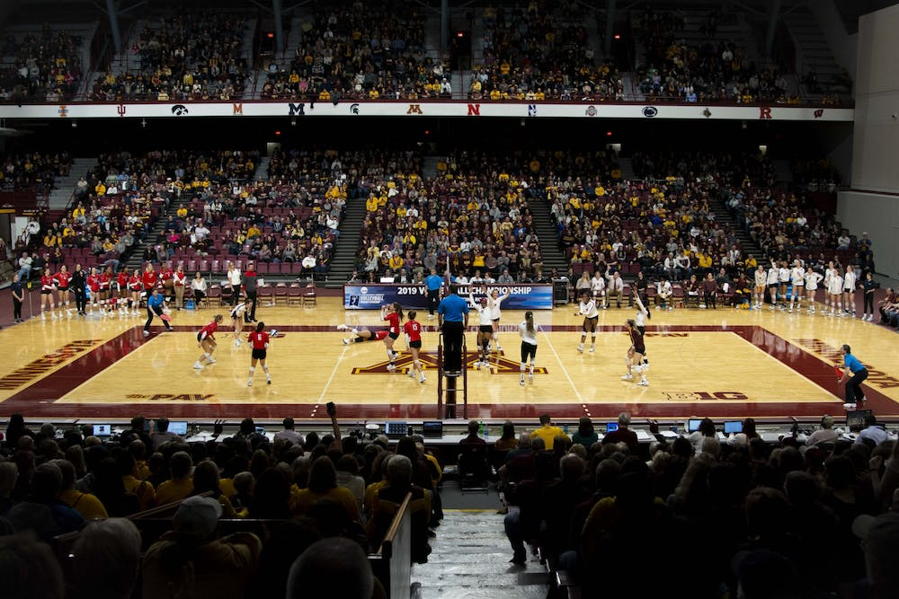 Gophers volleyball advances to the Elite Eight