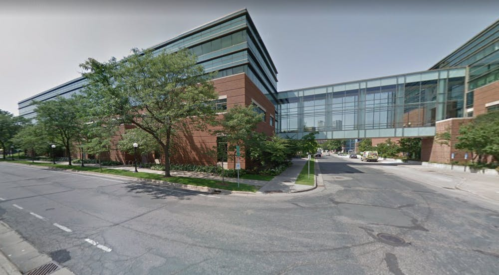 UMN student robbed at gunpoint on West Bank